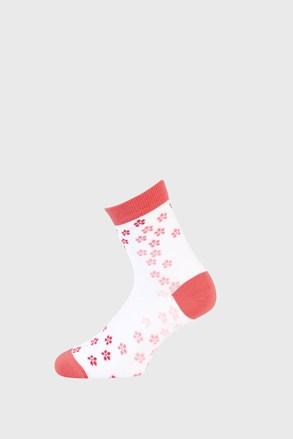Lányka zokni virágokkal